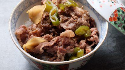 万願寺唐辛子と新生姜の牛丼